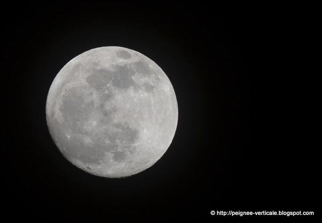 Pleine lune sur Grenoble, depuis la Tour sans Venin (Vercors)