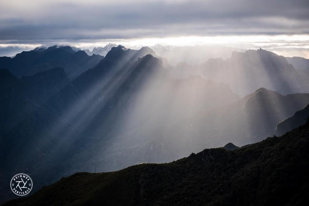 Lever de soleil sur le Pico Ruivo à Madere