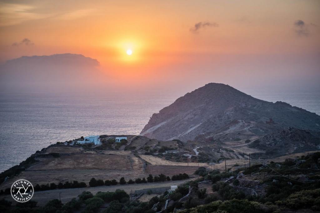 Pleine vue sur l'Ouest depuis le café Utopia, une des meilleures vues du village de Plaka.