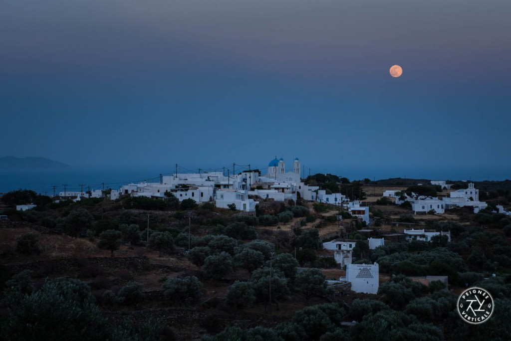 Lever de lune sur Artemonas, au centre de l'île