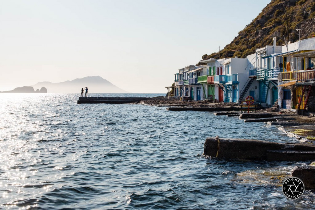 Soleil couchant sur le village de Klima, célèbre pour ses maisons de pêcheurs colorées