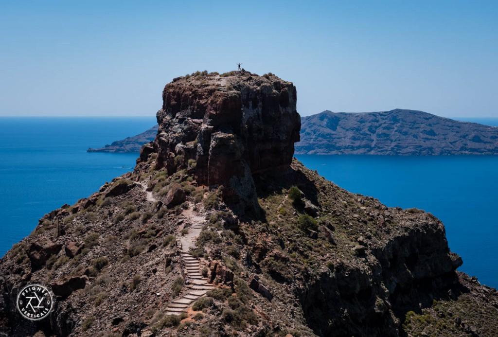 Le rocher d'Imerovigli, superbe belvédère sur l'île.