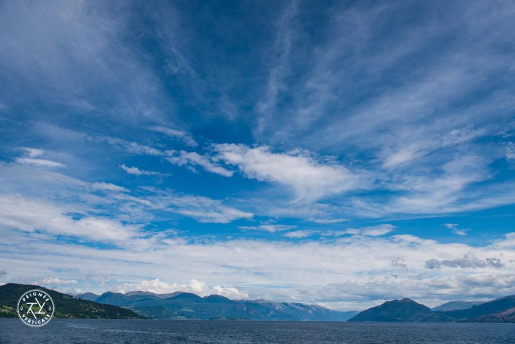 Traversée en ferry d'un fjord norvégien
