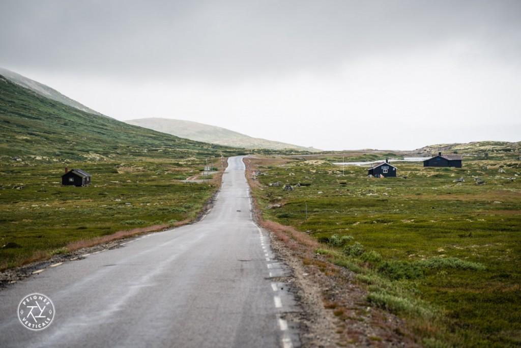 En traversant le Hardangervidda, un haut plateau à 1100m d'altitude : 3°C en plein mois d'août et des névés partout !