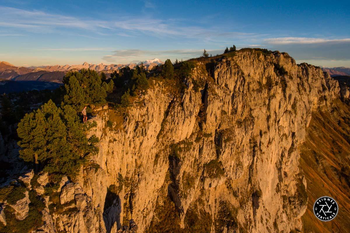 Sommet du Parmelan avec vue sur le Mont Blanc