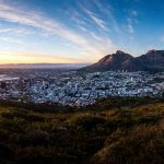 Lever de soleil sur Cape Town et Table Mountain