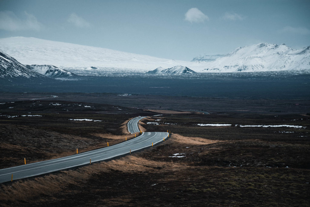 La route n'1 fait tout le tour de l'île, offrant des perspectives uniques, Islande. Format paysage.